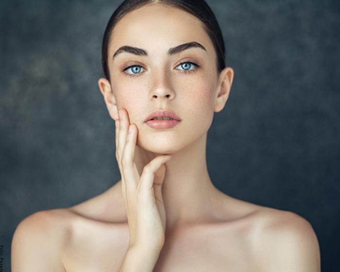 Foto de una mujer mostrando su linda piel