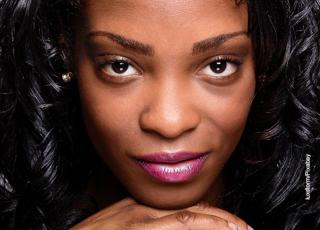 Foto del rostro de una mujer que ilustra para qué sirve el azufre