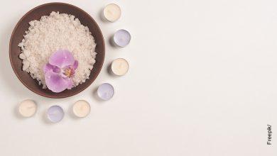 Foto de una taza con minerales que ilustra para qué sirve el yodo