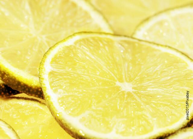 Foto de varias rodajas de limón