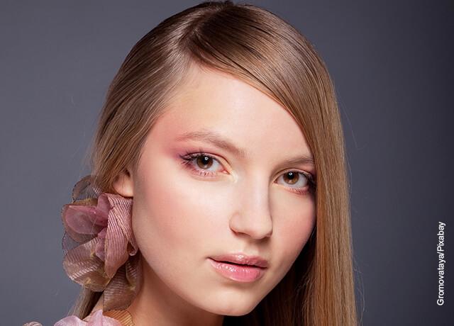 Foto del rostro de una mujer joven