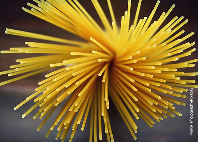 Foto de espagueti crudo que ilustra la pasta carbonara y su receta