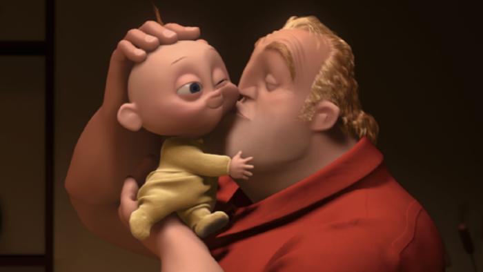 Foto del papá y el hijo menor de Los Increíbles
