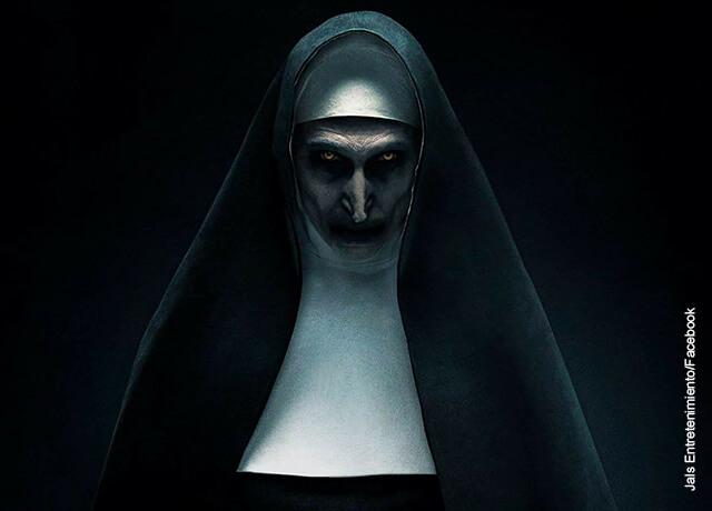 Foto de un personaje malvado vestido de monja