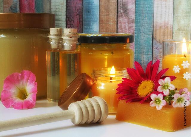 Foto de un set de belleza con miel de abejas que muestra el propóleo para qué sirve