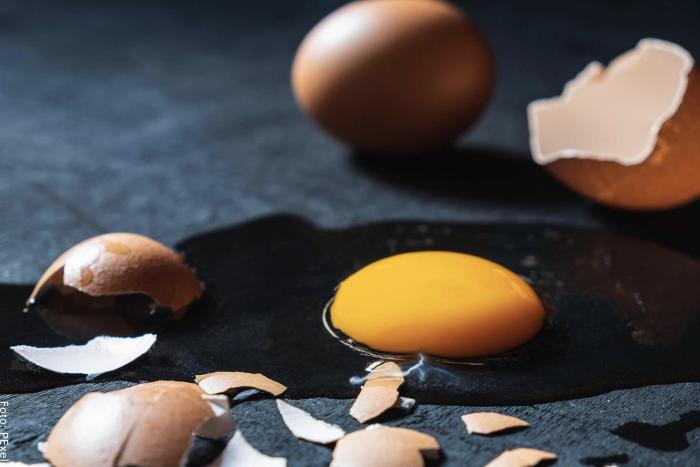 Foto de un huevo roto