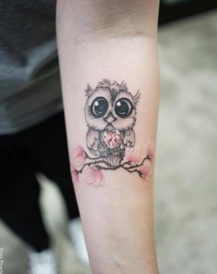 Foto de un tatuaje de un búho