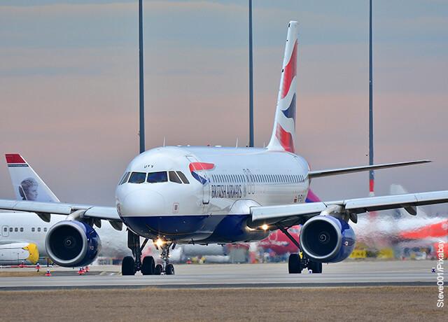 Foto de una aeronave en pista que muestra lo que es soñar con un avión