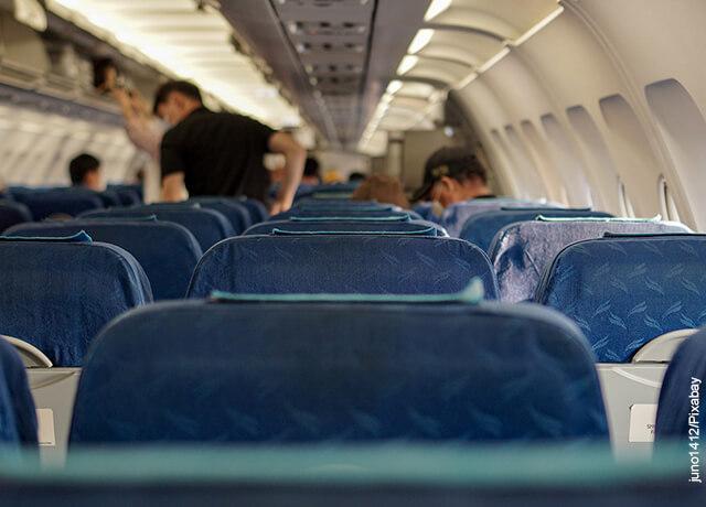 Foto de la cabina de una aeronave que muestra lo que es soñar con un avión