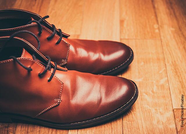 Foto de unos zapatos cafés de hombre
