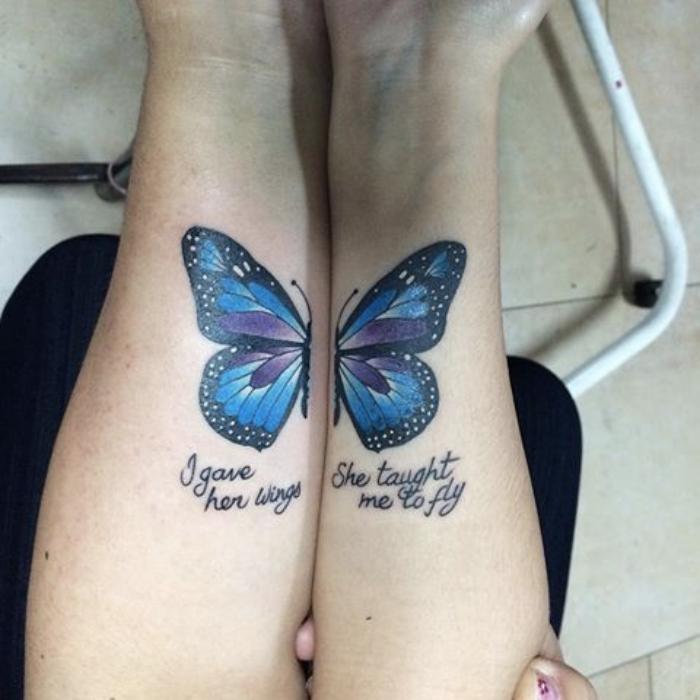 Foto de un tatuaje de mariposa