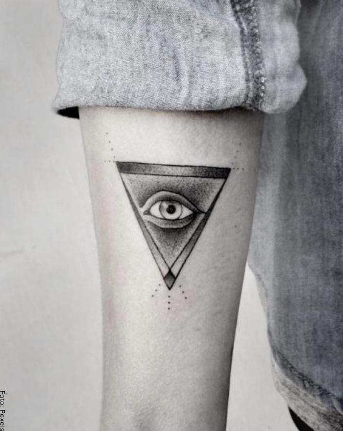 Foto de triángulo con ojo de la providencia