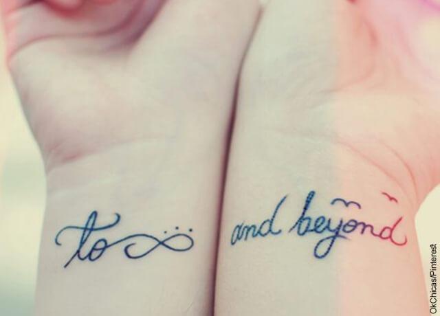 Foto de dos personas con tatuajes en sus muñecas
