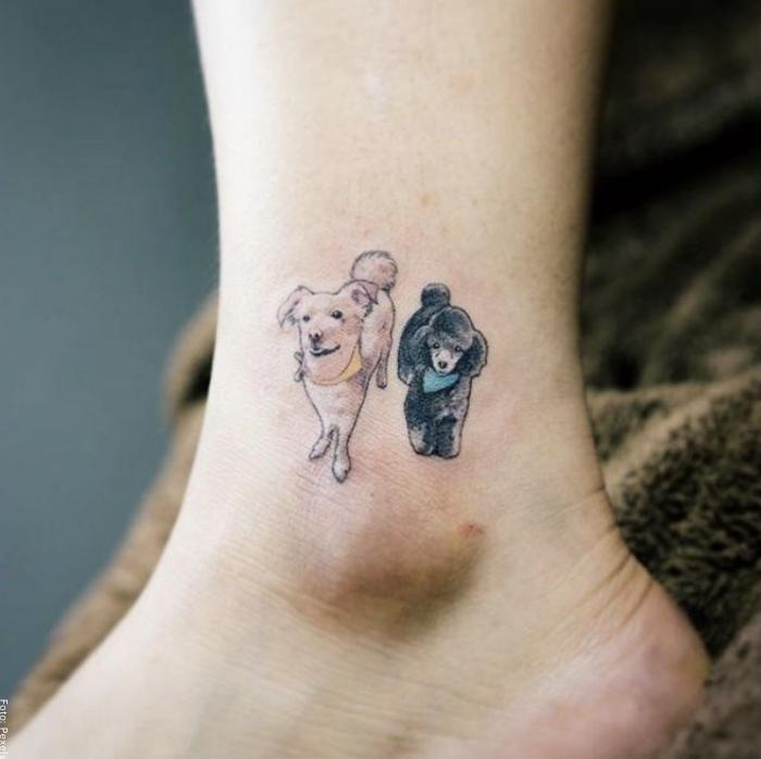 Foto de un tatuaje pequeño en el tobillo