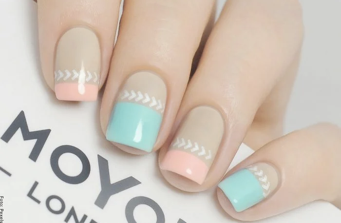 Foto de uñas decoradas en tonos pastel