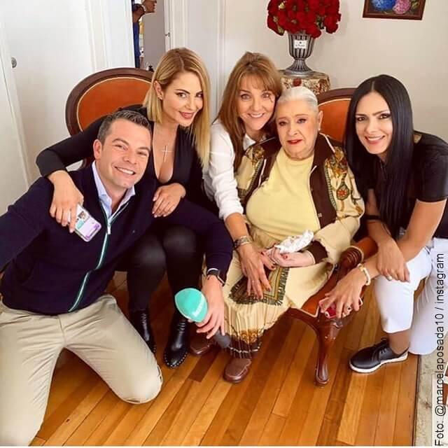 foto de inesita de betty la fea con actrices de la novela