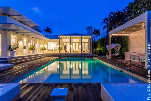 foto de la piscina de la casa de shakira en miami