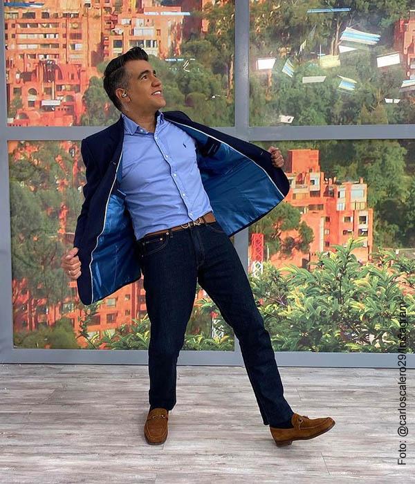 Carlos Calero posa como modelo y sus fans gozan, ¿cambiará su rol de presentador?