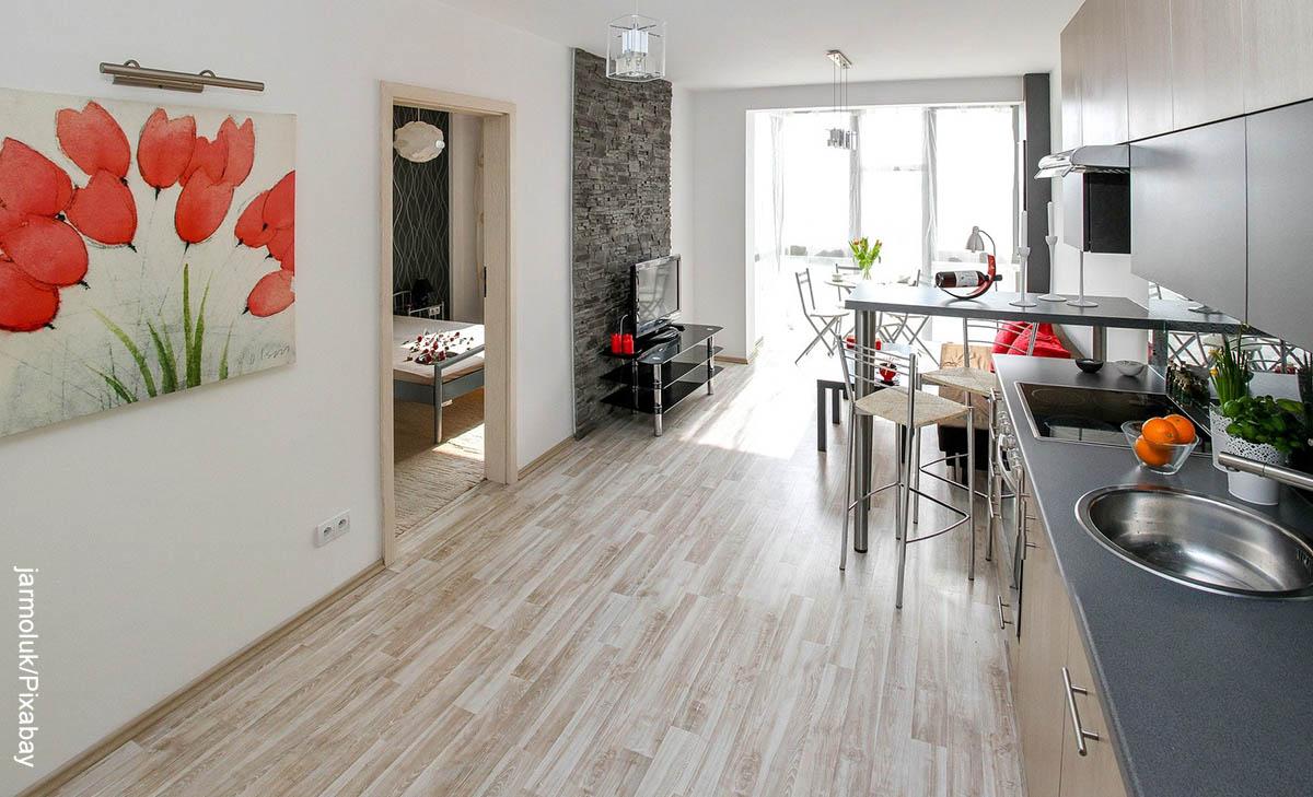 Foto del interior de una casa que muestra cómo decorar un apartamemto pequeño