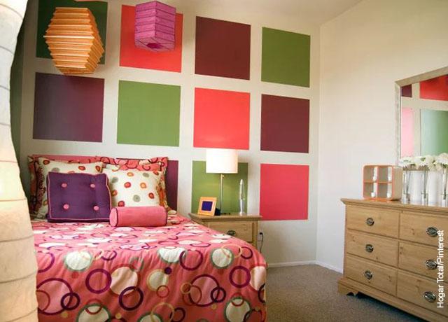 Foto de una habitación de una niña con artículos de colores