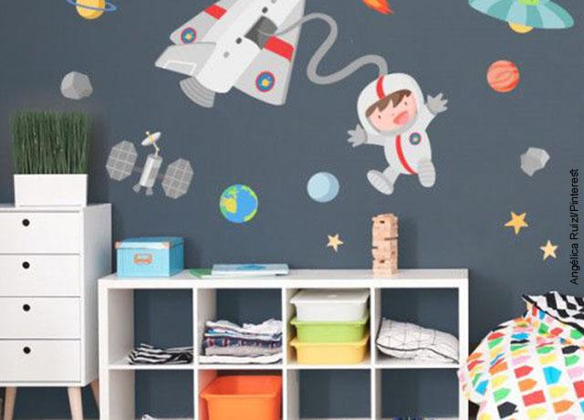 Foto de papel tapiz de astronautas en la habitación de un niño que muestra cómo decorar un cuarto
