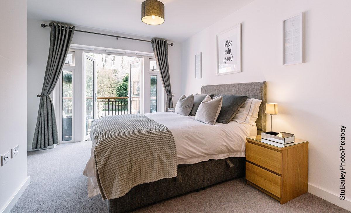 Foto de un dormitorio que ilustra cómo decorar un cuarto