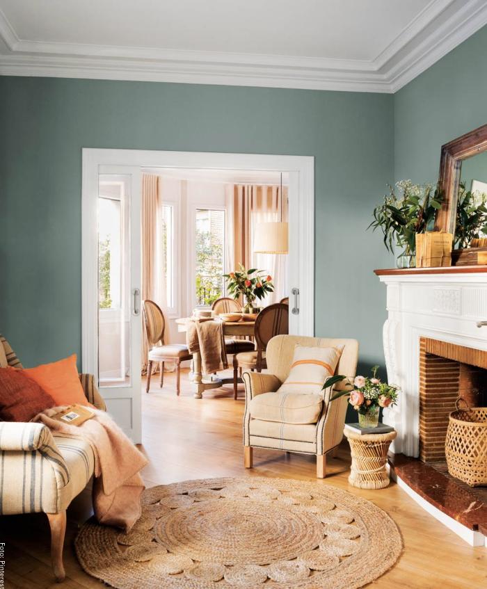 Foto de una sala con butaco y sillón