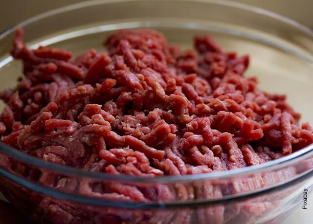 Foto de una taza de carne molida que ilustra cómo hacer burritos