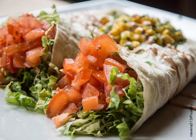 Foto de dos burritos mexicanos vegetarianos