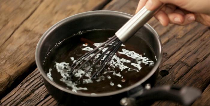 Foto del café con agua en la olla