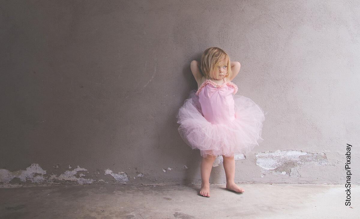 Foto de una niña luciendo un traje de bailarina que ilustra cómo hacer un tutu