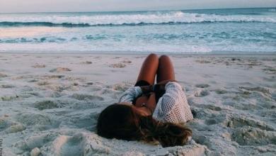 Cómo posar para fotos en la playa y verte como una celebridad