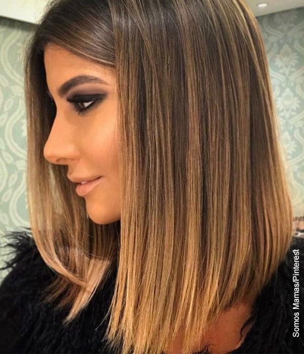 Foto de una mujer con cabello a los hombros