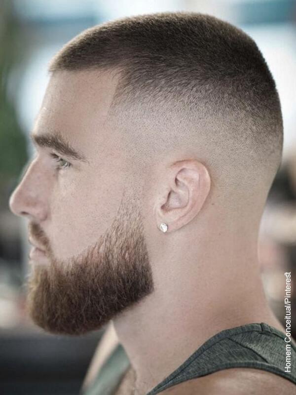 Foto de un hombre con el cabello corto