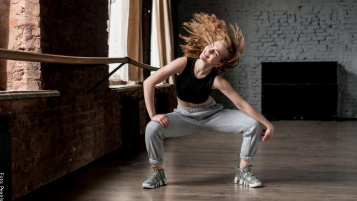 Foto de una mujer bailando