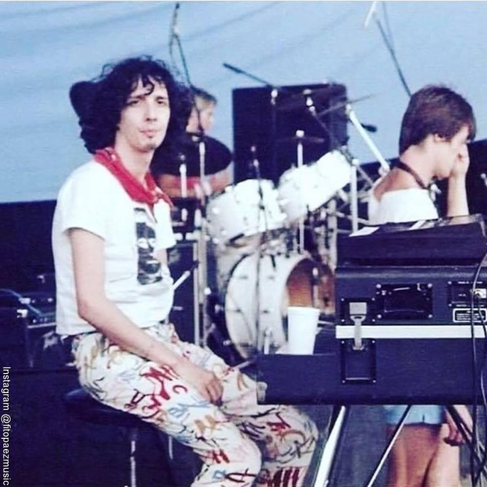 Foto de Fito Páez durante un concierto en 1984