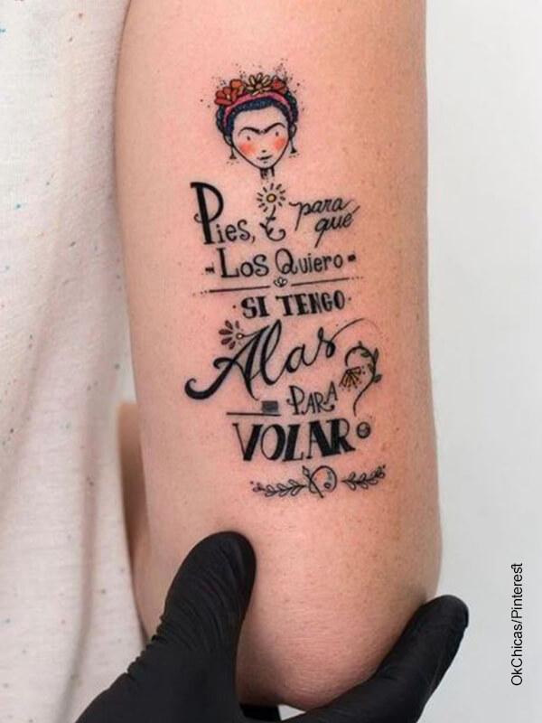Foto de un tatuaje de Frida Kalho que ilustra las frases para tatuajes en español