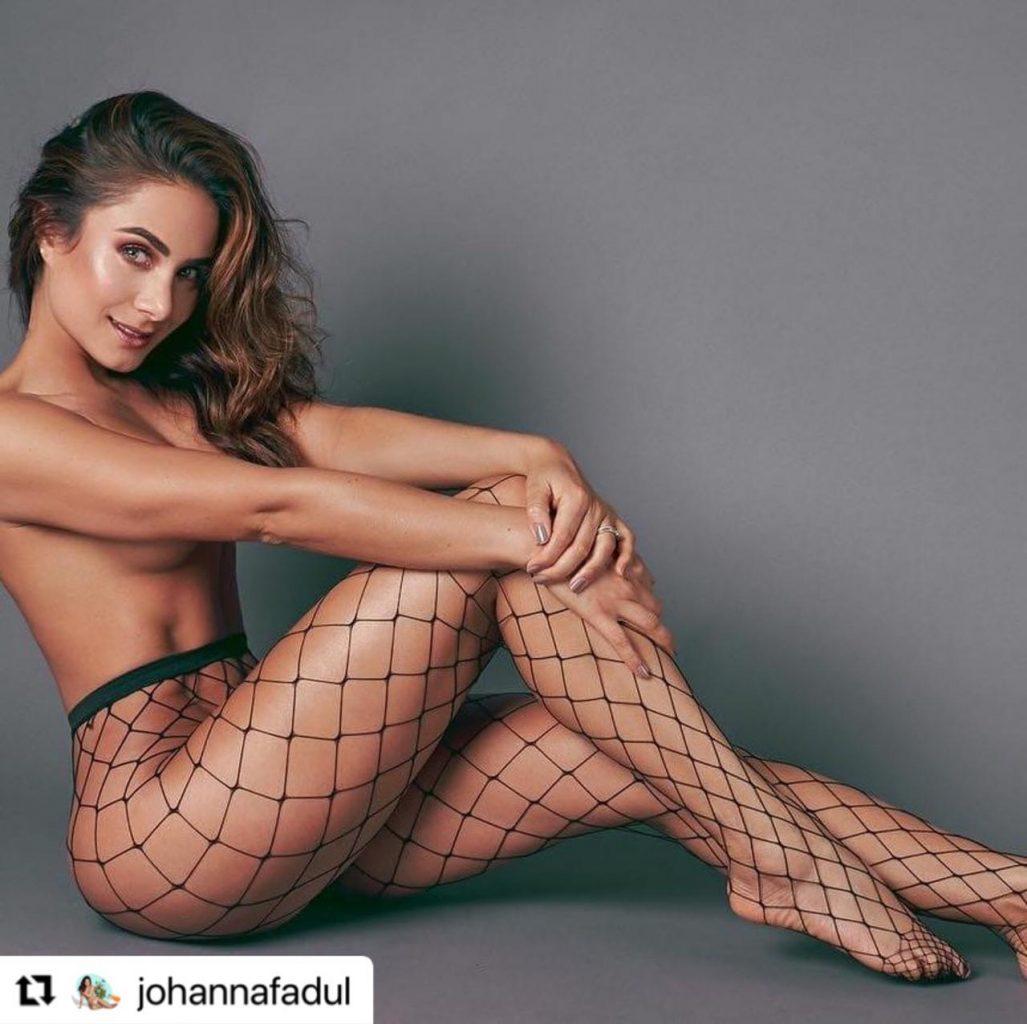 Johanna Fadul en topless, con sensual malla.