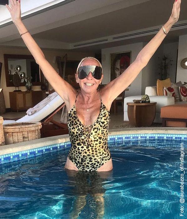 Laura Bozzo posó en bikini y parece querer hacer las paces en México
