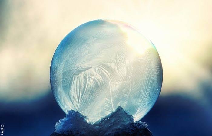 Foto de una esfera de hielo