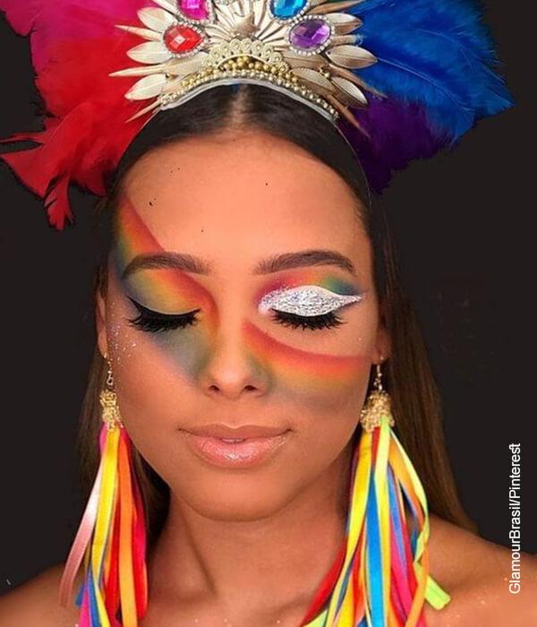 Foto de una mujer con el maquillaje de carnaval de Barranquilla
