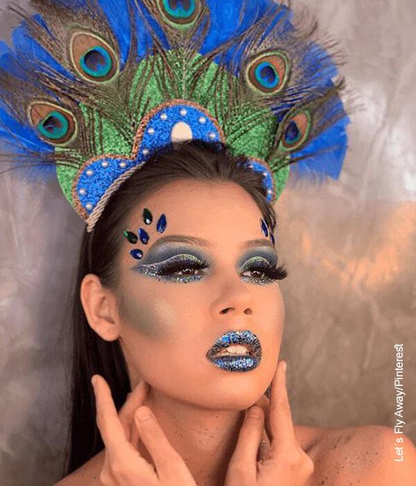 Foto de una mujer con traje de carnaval