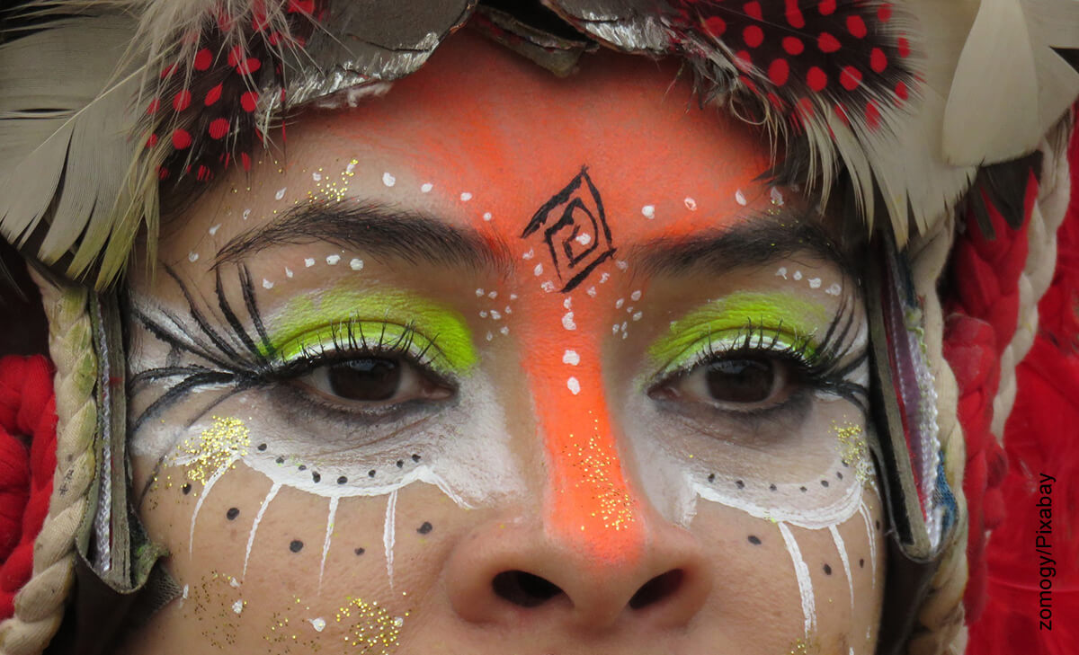 Foto de los ojos de una mujer que ilustra el maquillaje de carnaval