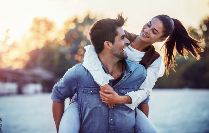 Foto de una pareja sonriendo