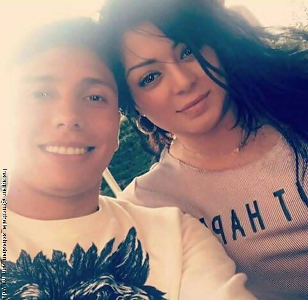 Foto de Marbelle y Sebastián Salazar abrazados en una selfie