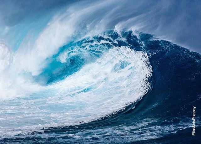Foto de una gran ola de mar