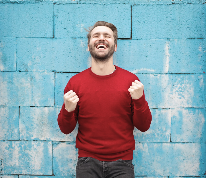 Foto de un hombre feliz