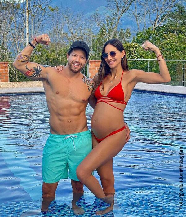 Valerie Domínguez luce feliz su barriguita en bikini