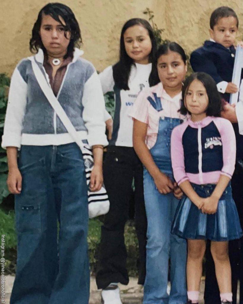 Foto de Yina Calderón con sus hermanas cuando eran unas niñas