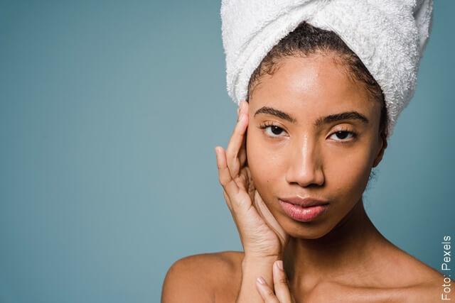 foto de una mujer con la piel bella por el uso de la sábila
